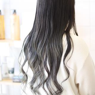 アッシュグレージュ 大人ロング アッシュ 巻き髪 ヘアスタイルや髪型の写真・画像