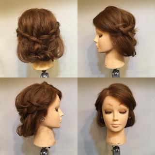 セミロング ヘアアレンジ ツイスト ボブ ヘアスタイルや髪型の写真・画像