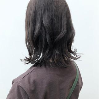パーマ ナチュラル 大人かわいい アウトドア ヘアスタイルや髪型の写真・画像