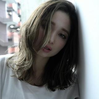 外国人風 ナチュラル ミディアム 卵型 ヘアスタイルや髪型の写真・画像