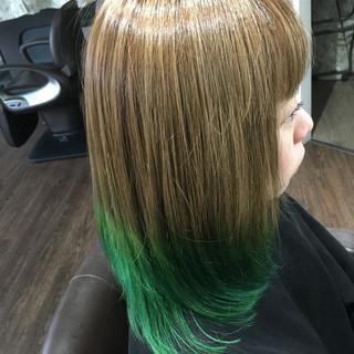 ガーリー セミロング エメラルドグリーンカラー ブリーチカラー ヘアスタイルや髪型の写真・画像 ヘアスタイルや髪型の写真・画像