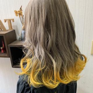 ミディアム インナーカラー グレージュ オリーブグレージュ ヘアスタイルや髪型の写真・画像