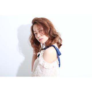 ミディアム ゆるふわ うざバング ガーリー ヘアスタイルや髪型の写真・画像
