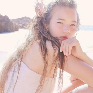 大人かわいい 外国人風 アッシュ ブラウン ヘアスタイルや髪型の写真・画像