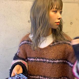 ストリート セミロング ベージュ ミルクティーベージュ ヘアスタイルや髪型の写真・画像
