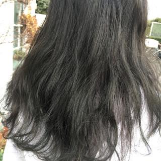 ナチュラル かわいい オリーブアッシュ ロング ヘアスタイルや髪型の写真・画像