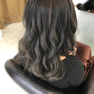 暗髪 アッシュ ゆるふわ グラデーションカラー ヘアスタイルや髪型の写真・画像
