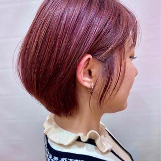ベリーピンク ブリーチオンカラー ガーリー ショート ヘアスタイルや髪型の写真・画像