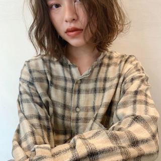 デート モード アウトドア パーマ ヘアスタイルや髪型の写真・画像