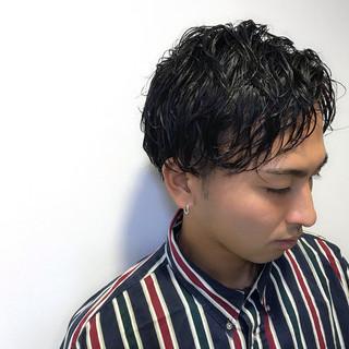 メンズパーマ ショート メンズカジュアル メンズショート ヘアスタイルや髪型の写真・画像