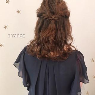 ヘアアレンジ ナチュラル ミディアム デート ヘアスタイルや髪型の写真・画像 ヘアスタイルや髪型の写真・画像