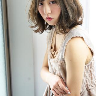 フェミニン 大人かわいい ミディアム ウェットヘア ヘアスタイルや髪型の写真・画像 ヘアスタイルや髪型の写真・画像