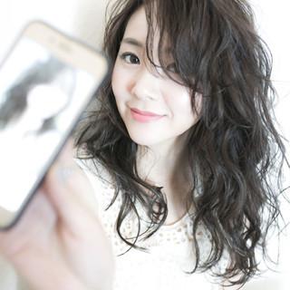 デート 雨の日 ロング アンニュイ ヘアスタイルや髪型の写真・画像