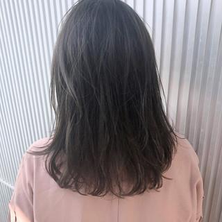 グレージュ 透明感 前髪あり セミロング ヘアスタイルや髪型の写真・画像