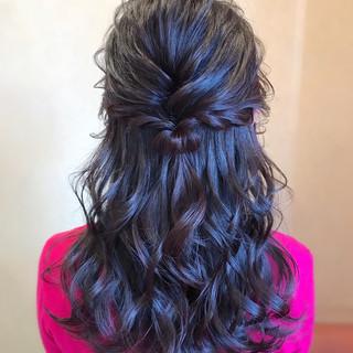 ハーフアップ フェミニン ヘアアレンジ 巻き髪 ヘアスタイルや髪型の写真・画像