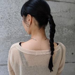ローポニーテール 三つ編み ポニーテール ナチュラル ヘアスタイルや髪型の写真・画像