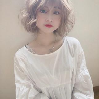 ミルクティーベージュ シアーベージュ ヌーディベージュ アッシュベージュ ヘアスタイルや髪型の写真・画像
