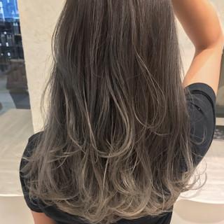 グラデーションカラー グレー ミディアム シルバー ヘアスタイルや髪型の写真・画像