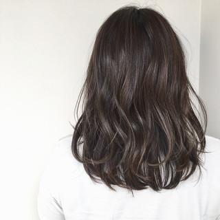 デート 梅雨 セミロング 透明感 ヘアスタイルや髪型の写真・画像