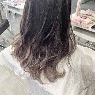 ベージュ バレイヤージュ グラデーションカラー セミロング ヘアスタイルや髪型の写真・画像