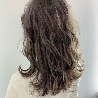 アッシュグレージュ ナチュラル ブリーチカラー 透け感 ヘアスタイルや髪型の写真・画像