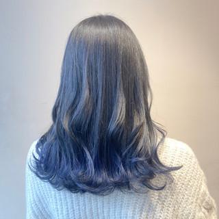 ナチュラル インナーカラー ブルーグラデーション セミロング ヘアスタイルや髪型の写真・画像