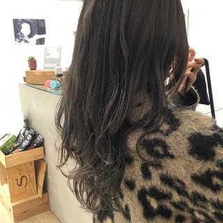 ダークグレー グレージュ グレーアッシュ ミルクティーグレージュ ヘアスタイルや髪型の写真・画像