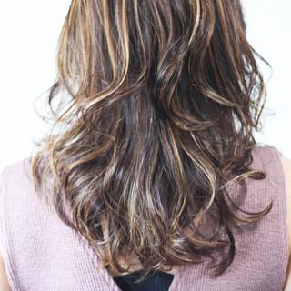 ナチュラル 大人ハイライト ロング 極細ハイライト ヘアスタイルや髪型の写真・画像