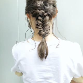 ミルクティーベージュ ブラウンベージュ アンニュイほつれヘア セミロング ヘアスタイルや髪型の写真・画像