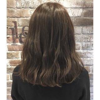 アッシュグレージュ ナチュラル ブルーアッシュ ミディアム ヘアスタイルや髪型の写真・画像