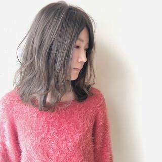 透明感 ミディアム ベージュ デート ヘアスタイルや髪型の写真・画像