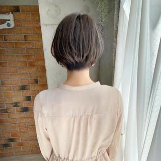 ミルクティーグレージュ 絶壁カバー ショート ナチュラル ヘアスタイルや髪型の写真・画像