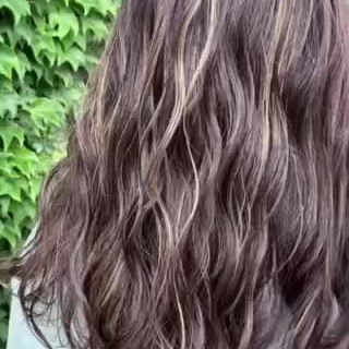 ブルージュ 極細ハイライト セミロング コントラストハイライト ヘアスタイルや髪型の写真・画像