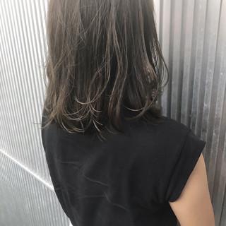 グレージュ 透明感 ミディアム 前髪あり ヘアスタイルや髪型の写真・画像