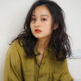 ロングヘア エレガント 大人ロング ゆるふわパーマ ヘアスタイルや髪型の写真・画像