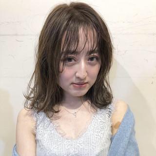 デート ミディアム ヘアアレンジ フェミニン ヘアスタイルや髪型の写真・画像