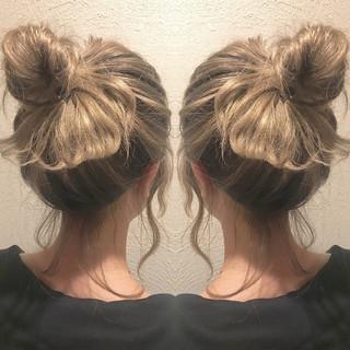 バレイヤージュ ベージュ 簡単ヘアアレンジ ブリーチ ヘアスタイルや髪型の写真・画像