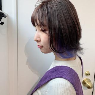 インナーカラーパープル ショートボブ ストリート 切りっぱなしボブ ヘアスタイルや髪型の写真・画像