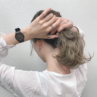 グレージュ セミロング ガーリー ミルクティー ヘアスタイルや髪型の写真・画像