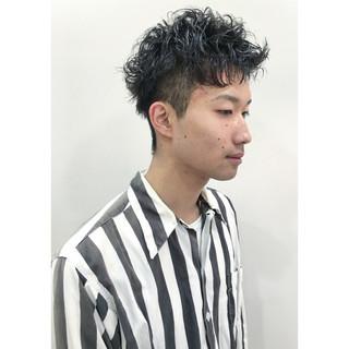 ショート 刈り上げ ボーイッシュ パーマ ヘアスタイルや髪型の写真・画像