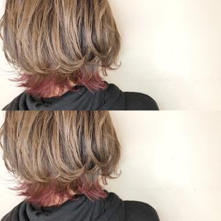 切りっぱなし インナーカラー ゆるふわ 外ハネ ヘアスタイルや髪型の写真・画像