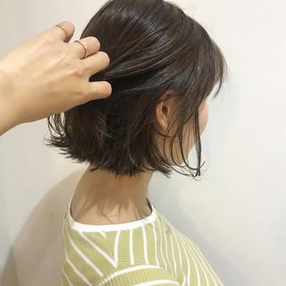 ボブ ナチュラル オリーブアッシュ オリーブグレージュ ヘアスタイルや髪型の写真・画像