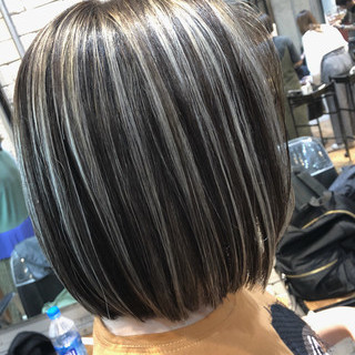 グラデーションカラー 切りっぱなしボブ ハイライト ショートボブ ヘアスタイルや髪型の写真・画像