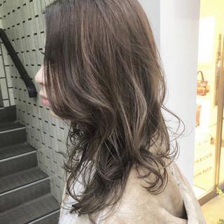 ハイライト グレージュ デート 外国人風カラー ヘアスタイルや髪型の写真・画像