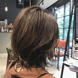 ミディアム 切りっぱなしボブ 透明感カラー ミルクティーベージュ ヘアスタイルや髪型の写真・画像