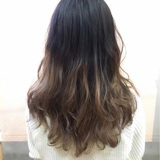 暗髪 グラデーションカラー モード アッシュ ヘアスタイルや髪型の写真・画像