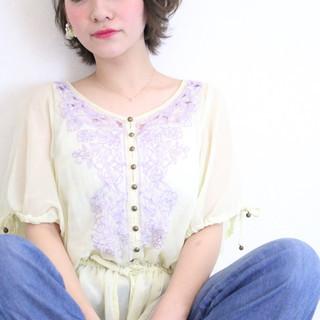 ショート ゆるふわパーマ 小顔ショート フェミニン ヘアスタイルや髪型の写真・画像