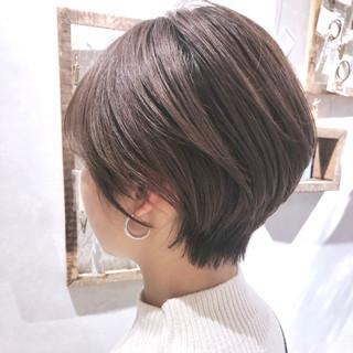 ショートボブ グレージュ 大人かわいい ハンサムショート ヘアスタイルや髪型の写真・画像