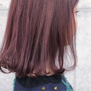 内巻き ベリーピンク ミディアム ピンク ヘアスタイルや髪型の写真・画像