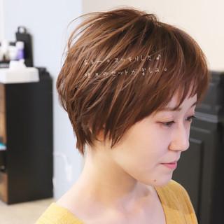 ショートヘアアレンジ オフィス パーマ ハンサムショート ヘアスタイルや髪型の写真・画像